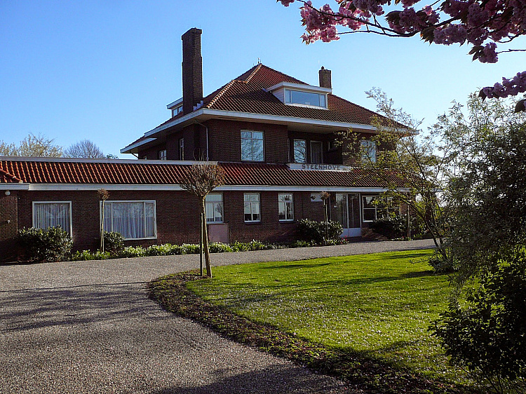 photo 9 Spacious characteristic country house near the coast, The Netherlands