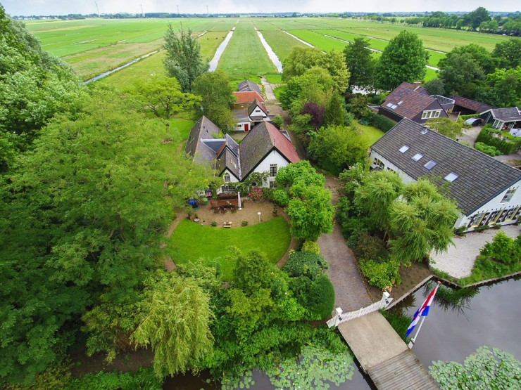 Luxury and comfortable farmhouse in rural environment near Amsterdam