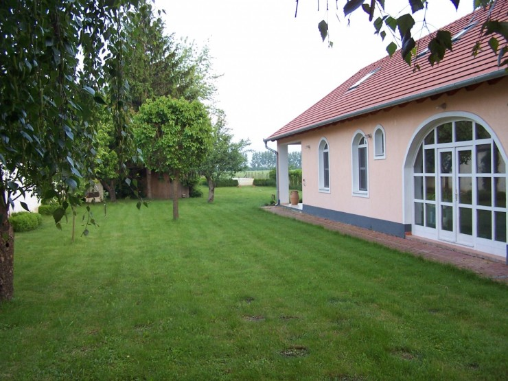 Hungarian country property with swimming pool near Vienna
